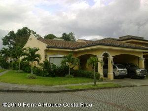 Casa En Venta En Belen, Belen, Costa Rica, CR RAH: 10-107