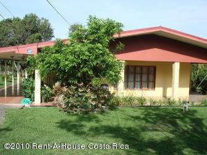 Casa En Alquiler En San Isidro, San Isidro, Costa Rica, CR RAH: 10-269