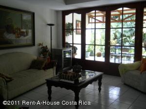 Casa En Venta En Curridabat, Curridabat, Costa Rica, CR RAH: 11-11