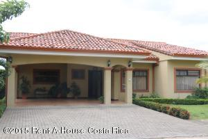 Casa En Venta En Santa Ana, Santa Ana, Costa Rica, CR RAH: 15-68