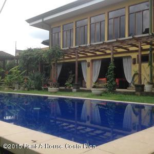 Casa En Venta En Curridabat, Curridabat, Costa Rica, CR RAH: 15-163