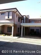 Casa En Venta En Santa Ana, Santa Ana, Costa Rica, CR RAH: 15-311