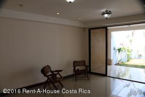 Casa En Venta En Rohrmoser, San Jose, Costa Rica, CR RAH: 16-242