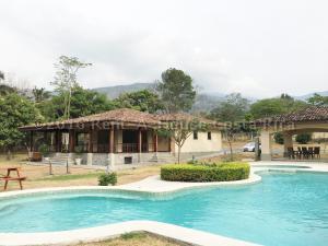 Terreno En Venta En Santa Ana, Santa Ana, Costa Rica, CR RAH: 16-318