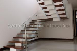 Casa En Venta En Santa Ana, Santa Ana, Costa Rica, CR RAH: 16-422
