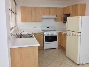 Apartamento En Alquiler En Trejos Montealegre, Escazu, Costa Rica, CR RAH: 16-429