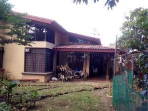 Casa En Venta En Curridabat, Curridabat, Costa Rica, CR RAH: 16-460