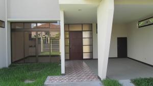 Casa En Alquiler En Santa Ana, Santa Ana, Costa Rica, CR RAH: 16-479