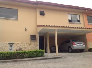 Casa En Venta En Pozos, Santa Ana, Costa Rica, CR RAH: 16-484