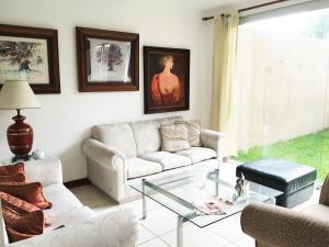 Casa En Alquileren Escazu, Escazu, Costa Rica, CR RAH: 16-489
