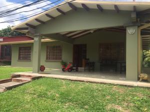 Casa En Venta En Santa Ana, Santa Ana, Costa Rica, CR RAH: 16-490