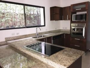 Casa En Venta En Pozos, Santa Ana, Costa Rica, CR RAH: 16-509