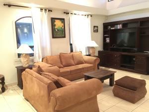 Casa En Alquiler En Pozos, Santa Ana, Costa Rica, CR RAH: 16-538