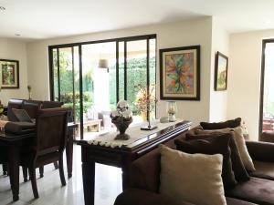 Casa En Venta En Pozos, Santa Ana, Costa Rica, CR RAH: 16-541