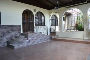 Casa En Venta En Curridabat, Curridabat, Costa Rica, CR RAH: 16-544