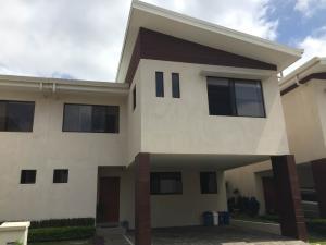 Casa En Venta En San Antonio, Escazu, Costa Rica, CR RAH: 16-551