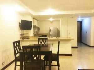 Apartamento En Alquiler En Pozos, Santa Ana, Costa Rica, CR RAH: 16-563