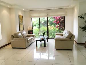 Casa En Venta En Pozos, Santa Ana, Costa Rica, CR RAH: 16-540