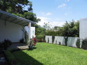 Casa En Venta En La Uruca, San Jose, Costa Rica, CR RAH: 16-571