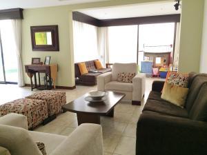 Casa En Venta En Guachipelin, Escazu, Costa Rica, CR RAH: 16-580