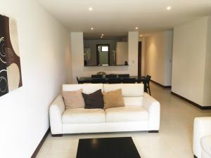Apartamento En Alquiler En Pozos, Santa Ana, Costa Rica, CR RAH: 16-345