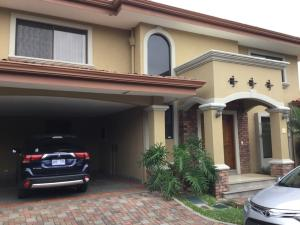 Casa En Alquiler En Santa Ana, Santa Ana, Costa Rica, CR RAH: 16-635