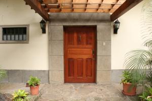 Casa En Ventaen Guachipelin, Escazu, Costa Rica, CR RAH: 16-637