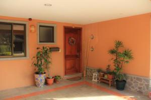 Casa En Venta En Santa Ana, Santa Ana, Costa Rica, CR RAH: 16-646