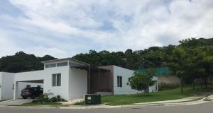 Casa En Venta En Pozos, Santa Ana, Costa Rica, CR RAH: 16-692