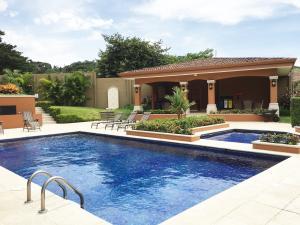 Casa En Ventaen Guachipelin, Escazu, Costa Rica, CR RAH: 16-806