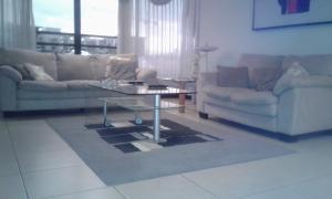 Apartamento En Alquiler En Trejos Montealegre, Santa Ana, Costa Rica, CR RAH: 16-823