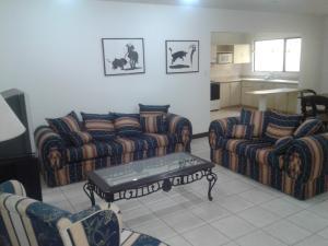 Apartamento En Alquiler En Trejos Montealegre, Escazu, Costa Rica, CR RAH: 16-842