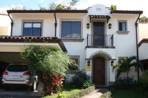 Casa En Venta En Santa Ana, Santa Ana, Costa Rica, CR RAH: 16-847