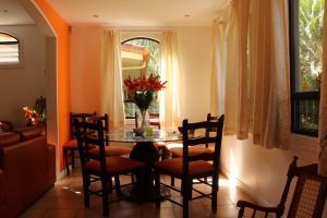 Casa En Alquiler En Pozos, Santa Ana, Costa Rica, CR RAH: 17-5