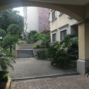 Apartamento En Alquiler En Escazu, Escazu, Costa Rica, CR RAH: 17-12