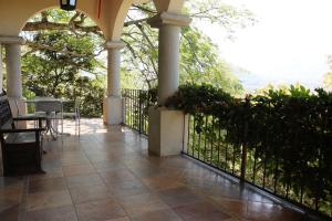 Casa En Alquileren Santa Ana, Santa Ana, Costa Rica, CR RAH: 17-24