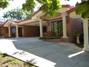 Apartamento En Alquiler En San Juan, Barva, Costa Rica, CR RAH: 17-34