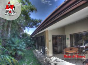Casa En Venta En Santa Ana, Santa Ana, Costa Rica, CR RAH: 17-40