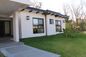 Casa En Alquiler En Santa Ana, Santa Ana, Costa Rica, CR RAH: 17-45