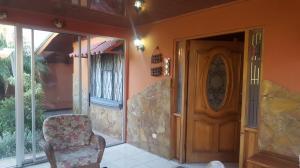 Casa En Ventaen Pozos, Santa Ana, Costa Rica, CR RAH: 17-70