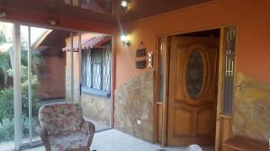 Casa En Venta En Pozos, Santa Ana, Costa Rica, CR RAH: 17-70