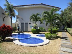 Apartamento En Alquiler En Guachipelin, Escazu, Costa Rica, CR RAH: 17-83