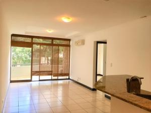 Apartamento En Alquiler En Santa Ana, Santa Ana, Costa Rica, CR RAH: 17-87