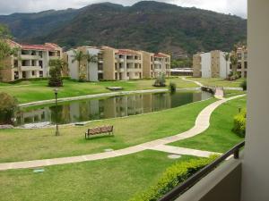 Apartamento En Alquiler En Santa Ana, Santa Ana, Costa Rica, CR RAH: 17-51