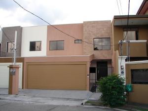 Casa En Venta En Santa Ana, Santa Ana, Costa Rica, CR RAH: 17-106