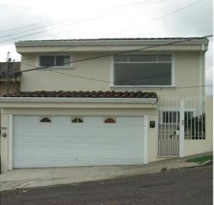 Casa En Alquiler En Guachipelin, San Jose, Costa Rica, CR RAH: 17-112