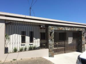 Casa En Alquiler En Rohrmoser, San Jose, Costa Rica, CR RAH: 17-120