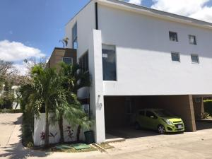 Casa En Alquiler En Santa Ana, Santa Ana, Costa Rica, CR RAH: 17-134