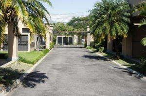 Casa En Venta En Santa Ana, Santa Ana, Costa Rica, CR RAH: 17-135