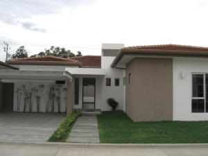 Casa En Venta En Santa Ana, Santa Ana, Costa Rica, CR RAH: 17-147